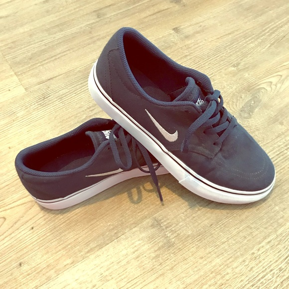 Nike Shoes Navy And White Youth Skate Sneakers Size 4y Poshmark